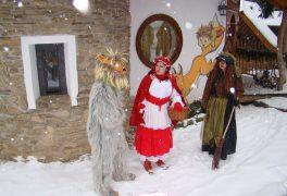 Sváteční prohlídka Pohádkové vesničky s pohádkovými bytostmi