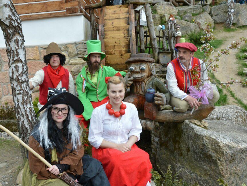 Nedělní prohlídka Pohádkové vesničky s pohádkovými bytostmi