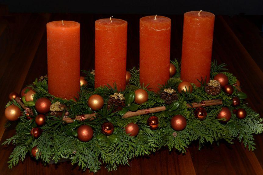 Vánoční troubení z kopule gymnázia