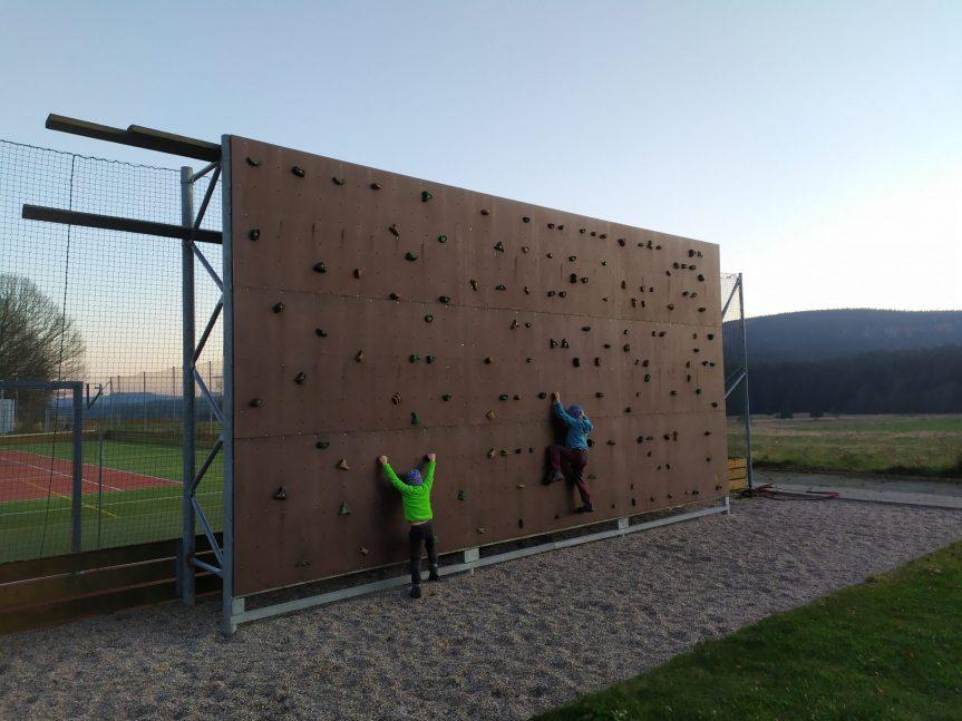 """5. akce projektu """"Koukni s námi na svět shora :)"""" – bouldering, úterý 17.11. až neděle 22.11.2020, bouldrová stěna Křižánky, Žďárské vrchy"""